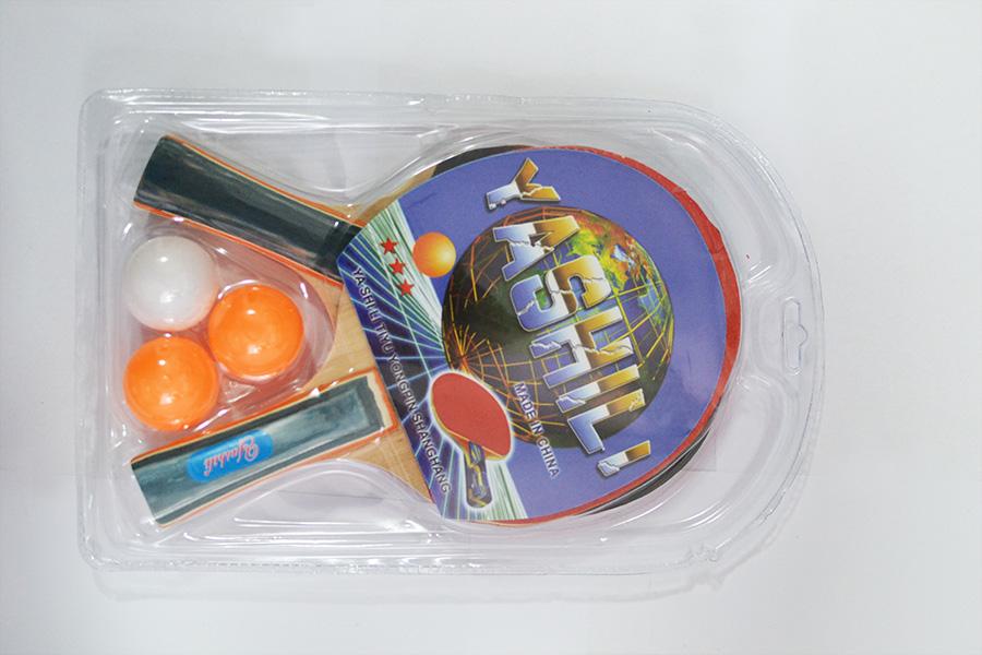 Теннисные ракетки и мяч